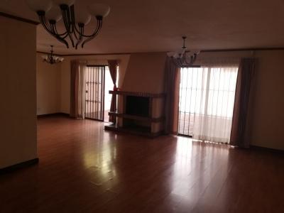 Alquilo Linda casa en zona 11 Las Charcas