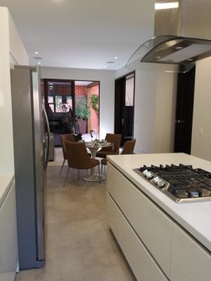 CityMax vende preciosa casa en zona 15, amplia, con finos acabados, iluminación natural, muy buena ventilación, en exclusivo condominio, con garita de seguridad