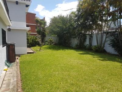 Alquilo amplia residencia dentro de San Lázaro Zona 15, Ubicada dentro de sector tranquilo y seguro.