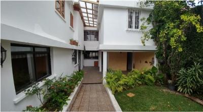 Vendo Casa en Santa Rita II Zona 11