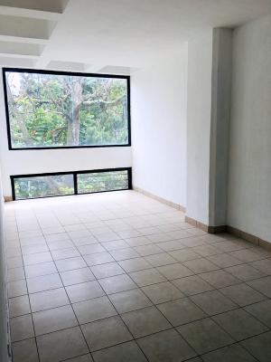 Oficina de 200 m2 en renta ubicada en zona 10 Obelisco
