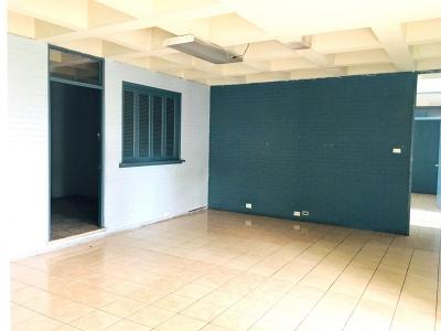 Oficina de 220 m2 en renta ubicada en zona 10 Obelisco