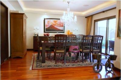 Casa en venta ubicada en zona 10 Condominio La Joya