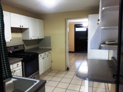 Vendo Casa en Las Charcas Zona 11
