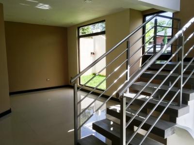 Casa 3 Dormitorios, San Isidro, 230m2, 4 parqueos