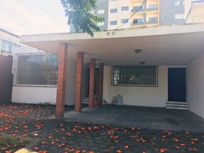 Casa en renta para oficinas ubicada en zona 10