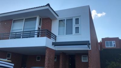 Alquilo casa en Ensenada de San Isidro 4 dormitorios zona 16