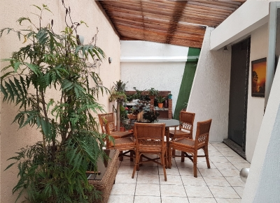 En venta amplia casa ideal para comercio ubicada en excelente punto de Zona 9 (Cercana al Parque de la Industria)
