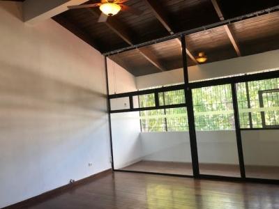 En Renta Bonita Casa en La Cañada Zona 14