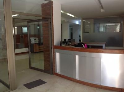 Edificio de 2200 m2 de construcción en Renta, Zona 14