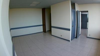OFICINA en RENTA en zona 1 con 3 ambientes y recepción con bodeguita