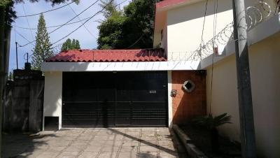 Vendo casa fuera de garita en zona 11 Colonia Granai