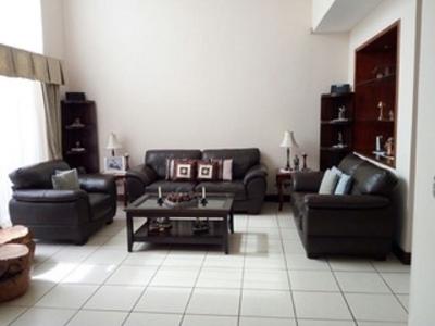 En Venta Amplia y Hermosa Casa en Condominio Monte Verde, Carretera a El Salvador