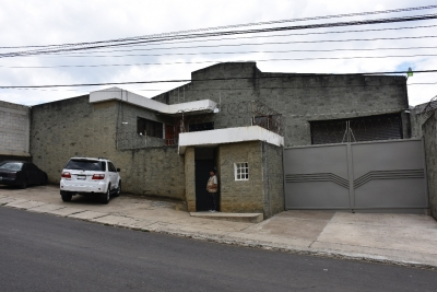Alquilo amplia bodega en Ciudad San Cristobal