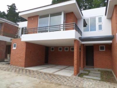 Alquilo casa en Zona 16 Ensenada de San Isidro