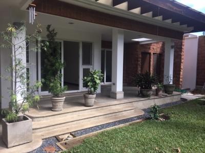 Casa de lujo en Venta Zona 16, Cond. Encinos de Cayala 3, 3 Habitaciones, 465 m2, US$1'250,000
