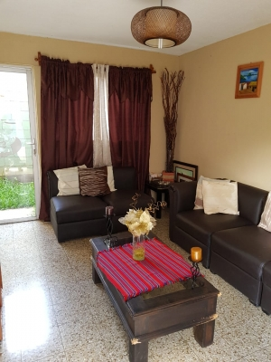 Preciosa casa de tres niveles en Residencial de Zona 12
