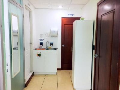 Oficina de 90 m2 de construcción en Renta, Zona 10
