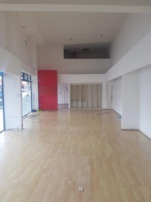 Local de 118.24 m2 de construcción en Renta, Zona 10