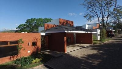Vendo espectacular casa de 1 nivel en El Encanto de San Isidro zona 16