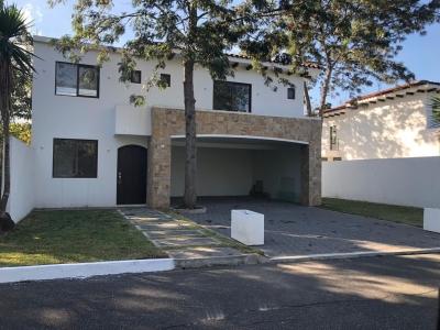 Casa Para Estrenar zona 16 Jardines de San Isidro