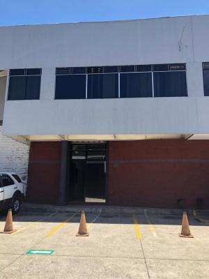 REMAX CENTRAL GUATEMALA RENTA AMPLIA BODEGA EN ZONA 10