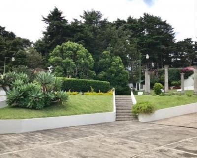 En venta o renta preciosa casa con amplio jardín