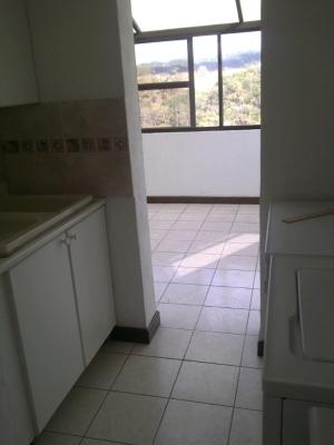 Rento apartamento en zona 15