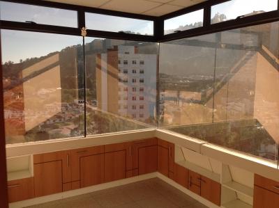Clínica de 76.35 m2 de construcción en Renta, Zona 15