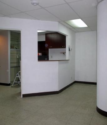 ZONA 15 MULTIMEDICA Alquilo Clinica con cuatro oficinas