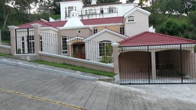 Vendo casa en Las Cumbres zona 16