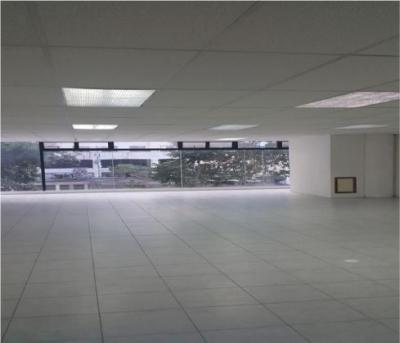Bonito y amplio local comercial en alquiler en Diagonal 6 zona 10
