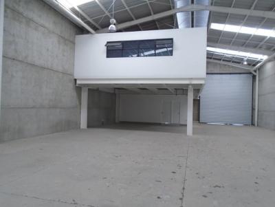 RENTO OFIBODEGA 488M2 EN CENTRO DE NEGOCIOS LA PAZ