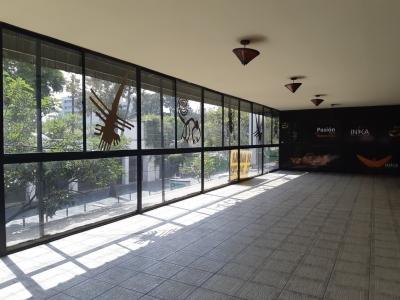 Local de 422 m2 de construcción en Renta, Zona 10