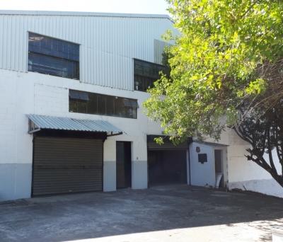 Ofibodega de 571 m2 de construcción en Renta, Zona 18