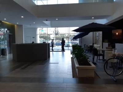 Local de 50 m2 de construcción en Renta, Zona 10