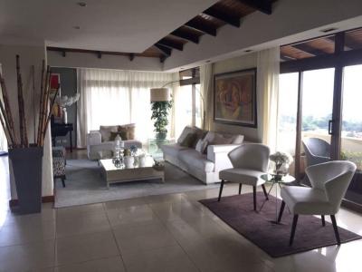 Apartamento Penthouse de 322 m2 de construcción en Venta, Zona 13