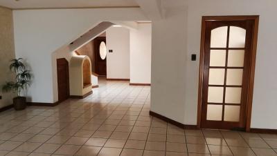 Alquilo casa dentro de condominio en zona 15