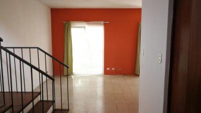Alquilo casa en Condominio Cantabria zona 16
