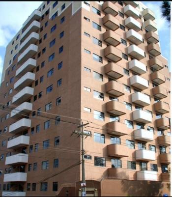 Alquilo apartamento en edificio Bellini zona 14