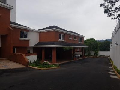 Z. 15, Vista Hermosa I; Casa en condominio; 200 Mt2; 03 dormitorios + sala familiar;  línea blanca