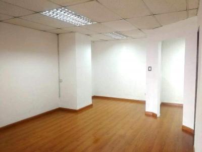 Oficina 69 m2 en edificio en zona 10