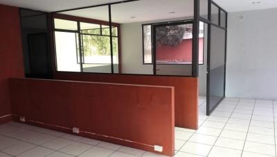 Amplia casa en renta para oficina en Zona 13 / 33 Ambientes