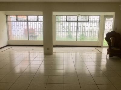 Casa en Venta Zona 14, 15 Ambientes, 800 m2