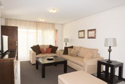 Apartamento amueblado en alquiler en zona 10 de 150 mts en $1,300 de 2 dormitorios /código 12