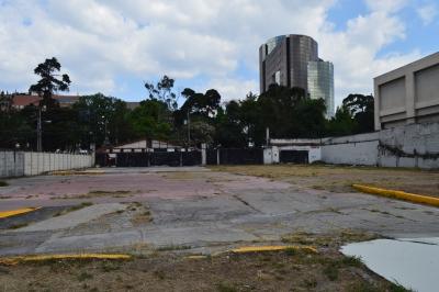 Terreno comercial en Avenida Reforma Zona 9