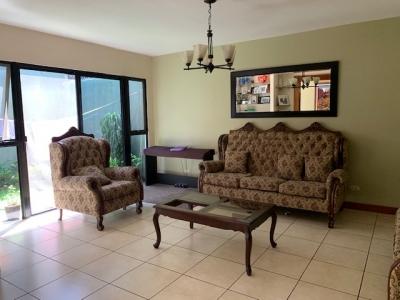 ¡En condominio zona 11 Las Charcas linda casa en venta!