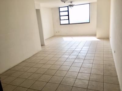 Apartamento en Alquiler Zona 14, 2 Habitaciones, Servicio, 105 m2, US$900
