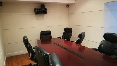 Oficinas dentro de complejo con Guardianía