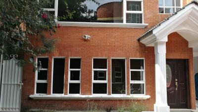 Preciosa Casa con ambientes amplios en la cercanía de Universidad del Valle